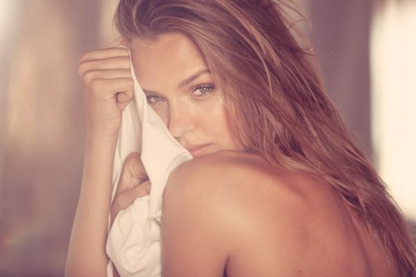 Elizabeth Mitchell nude